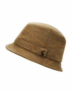 A great autumn and winter accessory, this traditional tweed hat will add warmth and style to any look. A must have for both town and country. Country Hats, Country Outfits, Town And Country, Country Life, Outlet Clothing, Joules Uk, Equestrian Style, Bold Prints, Winter Accessories