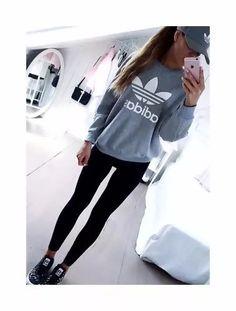 El color gris te permite crear looks muy chics y llenos de estilo que te  harán lucir fashion y a la moda. Inspirate en estas ideas para que crees tu  propio ... e8ade1848a56