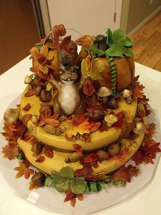 Thanksgiving 2009 Fall / autumn cake with squirrel / chipmunk, autumn leaves, snails, pumpkins, mushrooms. Squirrel Cake, Squirrel Food, Fall Birthday Cakes, Fall Birthday Parties, Dessert Decoration, Dessert Ideas, Cake Ideas, Fall Cakes, Fall Wedding Cakes