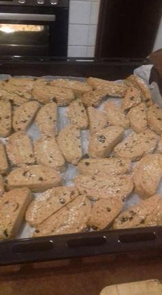 Υλικά 1 κούπα λευκό ή κόκκινο κρασί, 1 κούπα ελαιόλαδο, 1/2κουπα χυμό πορτοκάλι +την φλούδα του τριμμένη, μισό κουταλάκι κανέλα, 1/4 ... Sweets Recipes, Desserts, Biscuits, Cookies, Food, Greek, Tailgate Desserts, Crack Crackers, Crack Crackers