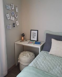 Escrivaninha branca: 60 modelos para decorar seu escritório com classe Rustic Bedroom Design, Home Room Design, Home Office Design, Home Office Decor, Interior Design Living Room, Home Decor, Small Room Bedroom, Bedroom Decor, Decoration Inspiration