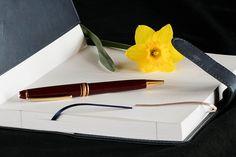 Sign that Book Digitally: Authorgraphs | PoetaChica's Bibliomania Allure...