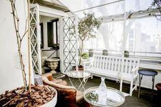Angelina a Testaccio - diamo ufficialmente il via all'estate metropolitana con l'apertura della terrazza di Angelina a Testaccio — grazioso e gettonato ristorante, il cui stile tra l'arte povera ed il provenzale lo ha già reso un 'must' capitolino per il brunch domenicale. Questa volta però Angelina ci aspetta per un aperitivo rooftop, dal lunedì al sabato, a partire dalle 18.00  #NDOANNAMO #ROMA #APERITIVO #ERSANPIETRINO