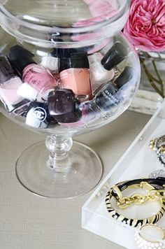 Put your nail polish in a glass candy jar or vase. I may do this in my new room! Glass Candy Jars, Candy Bowl, Glass Vase, Candy Dishes, Organize Life, Nail Polish Storage, Do It Yourself Inspiration, Ideas Para Organizar, Apothecary Jars