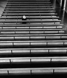 Le fotografie di Eugeni Forcano  Preghiera nel deserto. Hogares Mundet, Barcellona, 1968  minimalist photo