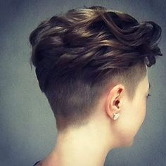 20 Pretty Hairstyles for Thin Hair Pro-Tips for a Perfectly Volumised Style If your hair is long, cut it – because the longer the hair, the thinner it will appear. To get the benefit of a handy visual illusion, thin hair should ideally be no longer t 2015 Hairstyles, Undercut Hairstyles, Pretty Hairstyles, Casual Hairstyles, Pixie Hairstyles, Short Thin Hair, Short Hair Cuts, Pixie Cuts, Shaved Pixie Cut