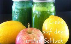 """Rezept für deinen ersten grünen Powerdrink. """"Liebe auf den ersten Schluck"""" Yoga Meditation, Smoothie, Clean Eating, Cleaning, Blog, Fruit, Banana, Few Ingredients, Apple"""