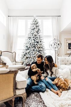 christmas couple mia mia mine with husband phil thompson at home with golden retreivers Christmas Pictures Outfits, Family Christmas Pictures, Christmas Couple, Christmas Photo Cards, Christmas Photos, Family Photos, Christmas Puppy, Cozy Christmas, Christmas Cookies