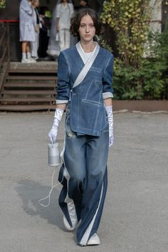 Maison Margiela Spring 2020 Ready-to-Wear Fashion Show - Vogue Fashion 2020, Runway Fashion, Fashion Show, Fashion Design, Fashion Weeks, London Fashion, Business Casual Jeans, Estilo Denim, Mode Jeans