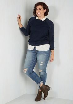 No snooze button for this chick - you're up, in these mid-wash jeans, and at 'em before the cock crows! Classic skinnies with slight stretch and a bit of distressing, this pair is a casual go-to that's perfect for really anything your fine weekend morning has in store.