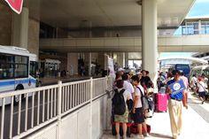 観光シーズンになると、那覇空港に到着してからレンタカーを借りるまで1時間以上待つこともしばしば。そんなイライラを解消するサービスがあります。旅行予約サイト「沖縄ツアーラ