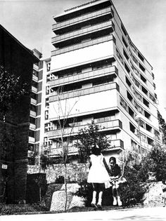 Una de las torres, Conjunto Habitacional Unidad Independencia, San Jerónimo Lídice, México, DF 1960   Arqs.  Alejandro Prieto Posadas y José María Gutiérrez Trujillo -  One of the apartment towers, Independence Unit Housing Complex, San Jeronimo Lidice, Mexico City 1960