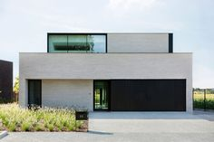 Are you looking for a contractor for the construction of a modern villa - cube villa - modern . - Zoekt u een aannemer voor de bouw van een moderne villa – kubus villa – moderne … Are you l - Modern Architecture Design, Modern House Design, Interior Architecture, Chinese Architecture, Futuristic Architecture, Modern Exterior, Exterior Design, Facade House, House Styles