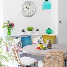 Time for coffee? Yes please in this beautiful dining space by designer @nickypercivalinteriordesign #kitchendesign #interiordesign #mydecomarketing Interior Blogs, Interior Design Services, Best Interior, Luxury Interior, White Rooms, Scandinavian Interior, Luxury Living, Decoration, Dining Chairs
