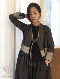 안녕하세요~ 차이킴tchaikim입니다. 즐거운 주말 보내셨나요? 일주일의 시작, 월요일 모두 같이 힘내면서 ... Japanese Outfits, Japanese Fashion, Asian Fashion, Korean Traditional Dress, Traditional Dresses, Modern Hanbok, Chinese Style, Passion For Fashion, Style Me