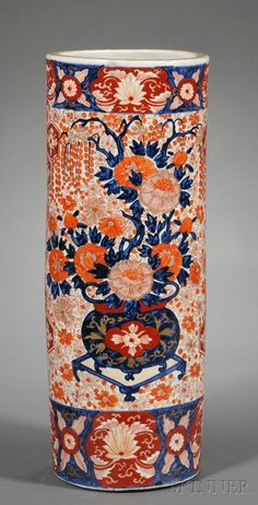 Japanese Imari porcelain umbrella holder. Late 19th century.