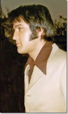 Wow - Elvis in brown.  I don't think I have ever seen him wearing brown!!