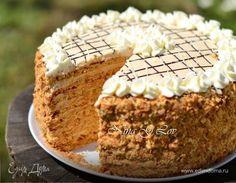 Арахисовый торт «Коровка» Песочные коржи с арахисом в сочетании с вкуснейшим кремом на основе вареного сгущенного молока — истинное удовольствие для сладкоежек! Кстати, чем свежее торт — тем вкуснее! #едимдома #рецепт #готовимдома #торт #арахис #десерт #кчаю #кулинария #домашняяеда