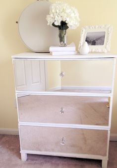How to make a DIY mirror dresser/nighstand @ Alli Bunting--it's be prettier with six handles and I would hang a starburst mirror above it. Diy Mirrored Furniture, Upcycled Furniture, Home Decor Furniture, Furniture Makeover, Diy Home Decor, Dresser With Mirror, Dresser As Nightstand, Mirrored Dresser, Dresser Drawers