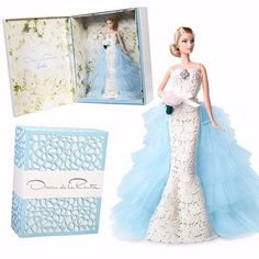 """Nenhuma """"Barbie noiva"""" foi tão phyna quanto essa: a @mattel chamou a @oscardelarenta para vestir a boneca nessa edição especial, que ganhou até uma """"caixa cenário"""" (lembra até o decor do casamento da Kim não?)! O vestido de noiva é a miniatura de um modelo da coleção verão 2014, feito pelo próprio Oscar, que faleceu mais tarde naquele mesmo ano. Interessou? A #Barbie Oscar de la Renta já está à venda no exterior, US$ 175"""