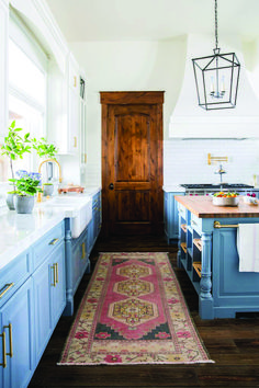 More ideas: DIY Rustic Kitchen Decor Accessories Marble Kitchen Accessories Ideas Farmhouse Kitchen Storage Accessories Modern Kitchen Photography Accessories Cute Copper Kitchen Gadgets Accessories White Farmhouse Sink, Modern Farmhouse Kitchens, Rustic Kitchen, Home Kitchens, Farmhouse Style, Rustic Farmhouse, Boho Kitchen, Farmhouse Ideas, Country Kitchen