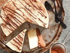 G'n gaarmakery nie en maklik om te maak. Bedruip met die sjokolade deur 'n teelepel of spuitsak. My Recipes, Sweet Recipes, Cooking Recipes, Favorite Recipes, Cheesecakes, No Bake Desserts, Dessert Recipes, Royal Recipe, Fabulous Foods