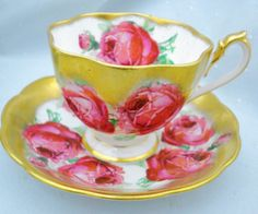 QUEEN-ANNE-SET-OF-5-COLLECTION-HEAVY-GOLD-TEA-CUP-AND-SAUCER