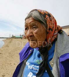 Elder Edith Josie, an elder in the Vuntut Gwitchin First Nation, stands along the banks of the Porcupine River in Old Crow, Yukon Territory, Canada. Crow Indians, Yukon Canada, Yukon Territory, Wise Women, First Nations, Banks, North America, Coast, River