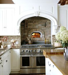 What a dream...a pizza oven in your kitchen...truly wouldn't even care if the place had bedrooms...awesome.