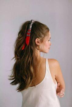 5 façons de créer un bandana - Haar-Tutorial einfach - Ponytail Hairstyles, Cute Hairstyles, Bangs Hairstyle, Hairstyle Ideas, Bandana Hairstyles For Long Hair, Bandana In Hair, Bandana Hair Tutorials, Scarf In Hair, Easy Hair Tutorials