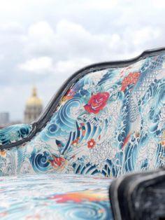 Rock Collection Jean-Paul GAULTIER par LELIEVRE : un tatouage sur une toile de lin/coton décliné en deux colorations fortes et esthétiques. Un coup de coeur de la rédaction de source-a-id.com