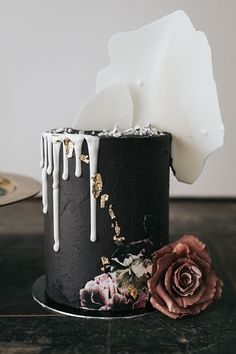 Moody Tall Halloween Wedding Cake In Matte Black With White Chocolate Drip And Shards Tall Wedding Cakes, Floral Wedding Cakes, Amazing Wedding Cakes, Elegant Wedding Cakes, Wedding Cake Designs, Amazing Cakes, Halloween Bridal Showers, Halloween Wedding Cakes, Cupcakes