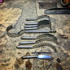 Twcas, spoon knives and on to knives this afternoon. Have to fire up the forge this evening. Spoon Carving Tools, Carving Knife Set, Wood Carving, Carved Spoons, Wooden Spoons, Spoon Knife, Knives And Tools, Perfect Image, Blacksmithing