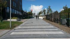 Vi har leveret fliser og betonelementer fra Cirkelserien til Campus Esbjerg. De anvendte fliser er blandet i farver og formater. Aarhus, Sidewalk, Side Walkway, Walkway, Walkways, Pavement