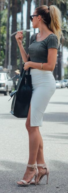 Sendi Skopljakis looking so stylish in this white bodycon skirt combined with a grey tee and heels! Top: Forever 31, Skirt: Lindex, Shoes: Steve Madden