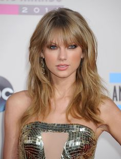 Taylor Swift in a Julien Macdonald dress, Jimmy Choo shoes and Lorraine Schwartz jewels at 2013 AMA - American Music Awards