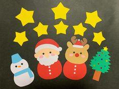 クリスマスに飾る、壁面です。サンタクロース、トナカイ、雪だるま、ツリー、星(大きさ2種類)のセットです。画用紙と、ホイル紙で作っています。ひとつひとつ手作りで作っていますので、多少のずれや、裏に鉛筆の跡があるものもあります。ご了承していただける方、よろしくお願いします。 Handmade Christmas Crafts, Christmas Crafts