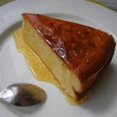 Aprende a preparar pastel de requesón con esta rica y fácil receta. En un tazón bate el requesón,el jugo de limón,las cucharadas de extracto de vainilla y el...