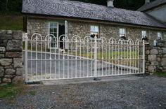 Castle Gate Cream Castle Gate, Deck, Cabin, Architecture, House Styles, Outdoor Decor, Cream, Home Decor, Arquitetura