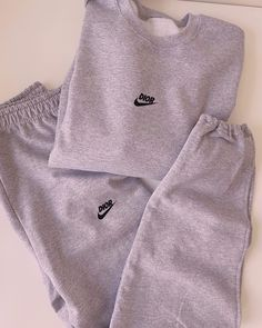 Casual Bar Outfits, Cute Comfy Outfits, Chill Outfits, Trendy Outfits, Nike Hoodies For Women, Trendy Hoodies, Sweatpants Outfit, Nike Sweatpants, Champion Sweatpants