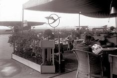 Bundesarchiv Bild 102-09525, Zentralflughafen Berlin- Tempelhof, Lufthansa-Wartebereich - Flughafen Berlin-Tempelhof – 1930