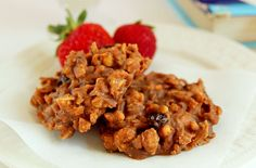 As soon as your children are old enough to use the stovetop, introduce them to this recipe and let them create this for their lunch box on the weekends. Chocolate Granola, Drupal, No Bake Cookies, Cookie Bars, Brownies, Kitchen Ideas, Almond, Lunch Box, Dairy