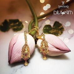 The grandeur of tradition stays on forever.  The Divyam Collection by Tanishq brings to life the beautiful heritage of India, letting you be a part of legacy that is eternal. #TanishqwaliDiwali #DivyamByTanishq