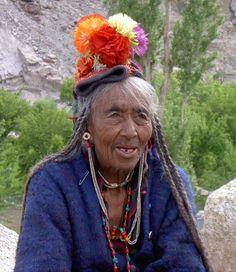 India, Ladakhh | Elderly Brokpa woman from Dha-Hanu valley | ©Erica Melgert
