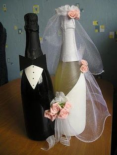 It is a website for handmade creations,with free patterns for croshet and knitting , in many techniques & designs. Wedding Bottles, Wedding Glasses, Wine Bottle Corks, Wine Bottle Crafts, Wine Craft, Altered Bottles, Recycled Bottles, Motif Floral, Bottle Painting