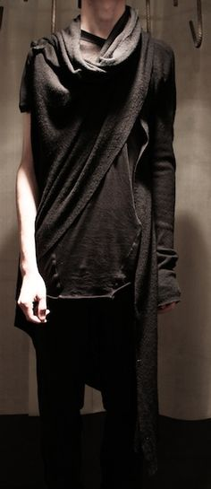 Obscur _ wool/silk/cashere cardigan with leather details    70% wool, 20% silk, 10% cashmere / 100% lamb leather