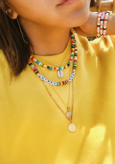 DIY Perler Bead Jewelry - Ehrlich WTF - DIY Perler Perlenschmuck – Ehrlich WTF - You are in the right place about Beading flower Here we offer you the most beautif Diy Choker, Diy Necklace, Summer Necklace, Necklace Ideas, Beaded Choker, Necklace Designs, Bead Jewellery, Beaded Jewelry, Handmade Jewelry