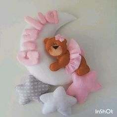 Felt Crafts Diy, Diy Crafts Hacks, Baby Crafts, Felt Animal Patterns, Stuffed Animal Patterns, Baby Decor, Kids Decor, Baby Shower Deco, Crochet Baby Boots