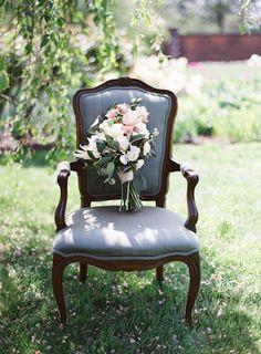 Vintage chair + bouquet