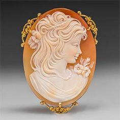 Shell Cameo Pendant w/ Brooch Pin in 14K Gold -
